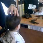 Con tijeras o con máquina para cortar el pelo
