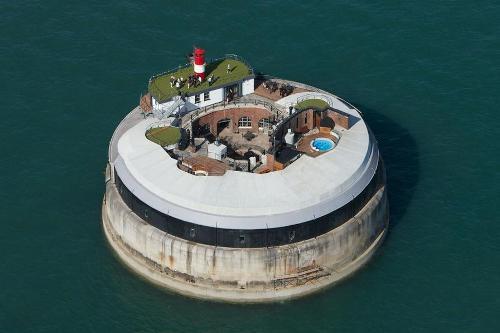 Encantadora Fortaleza británica y hotel de lujo